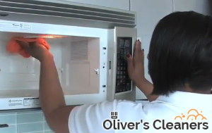 cleaning-the-kitchen-islington